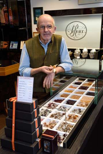 BRETAGNE - Morbihan - Quiberon Henri Le Roux, dans la boutique du 18 rue de Port-Maria