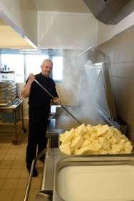 BRETAGNE - Côte d'Armor A l'Ambr'1, à Minihy-Tréguier Nicolas Hubert mélange l'eau et le sucre chauffés dans une cuve