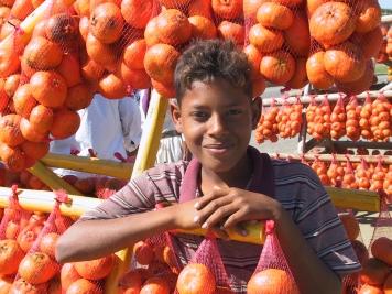 LA REPUBLIQUE DOMINICAINE Jeune vendeur d'oranges
