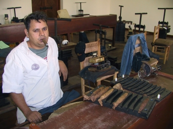 LA REPUBLIQUE DOMINICAINE Fabrique de cigares vers Santiago