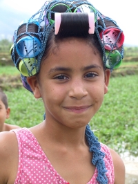 LA REPUBLIQUE DOMINICAINE Petite fille aux bigoudis vers Jarabacoa