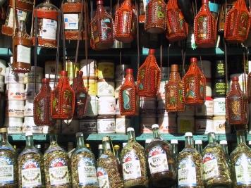 LA REPUBLIQUE DOMINICAINE Saint-Domingue Bouteilles de rhum pour touristes au mercado Modelo