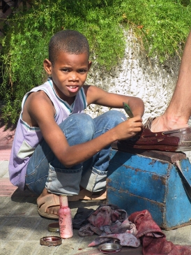 LA REPUBLIQUE DOMINICAINE Saint-Domingue Petit cireur de chaussures