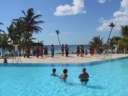 LA REPUBLIQUE DOMINICAINE Animation au bord de la piscine du Barcelo Talanquera, à Juan Dolio