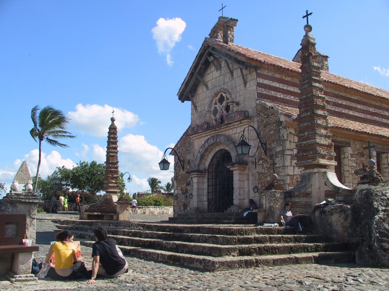 LA REPUBLIQUE DOMINICAINE Eglise d'Altos de Chavon