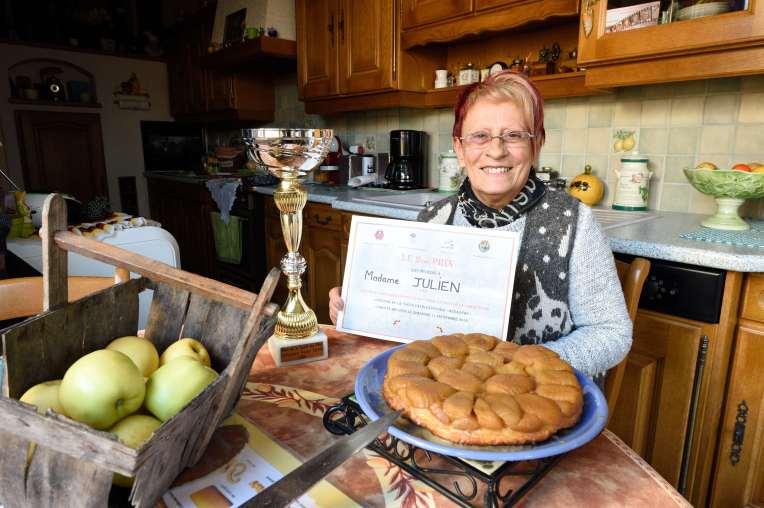 Loiret - La Ferté-Saint-Aubin Dany Julien, ménagère qui a remporté deux fois de suite le 2ème prix du concours de tarte Tatin de Lamotte-Beuvron
