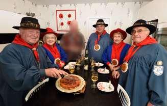 Loiret / Chécy La confrérie des Lichonneux déguste une tarte Tatin
