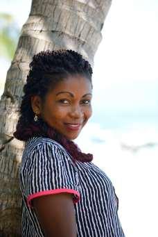 MADAGASCAR Nosy Tanikely Emery prépare des repas pour les touristes