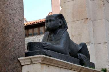 CROATIE - Split Sphynx devant la cathédrale du palais de Dioclétien