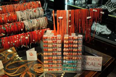 CROATIE - Split Bijoux en corail