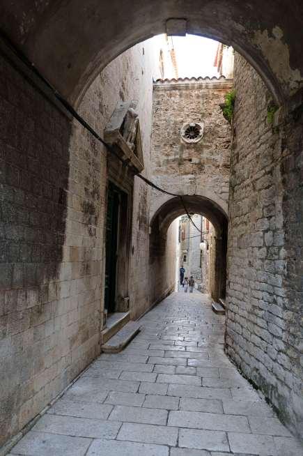 CROATIE - Sibenik Ruelle de la vieille ville