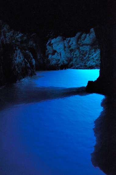 CROATIE - Ile de Vis Ile de Bisevo La grotte bleue