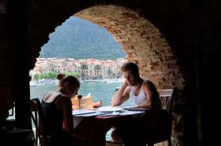 CROATIE - Ile de Vis A la konoba Jastozera, spécialisée langouste grillée