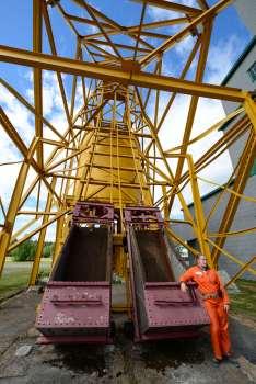 QUEBEC - Val d'Or Cité de l'Or Anciens ascenseurs pour descendre au fond de la mine