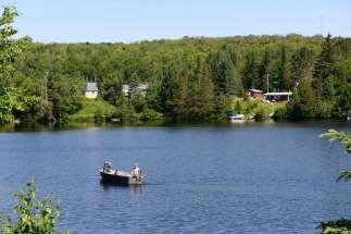 QUEBEC Lac à Rivière Rouge