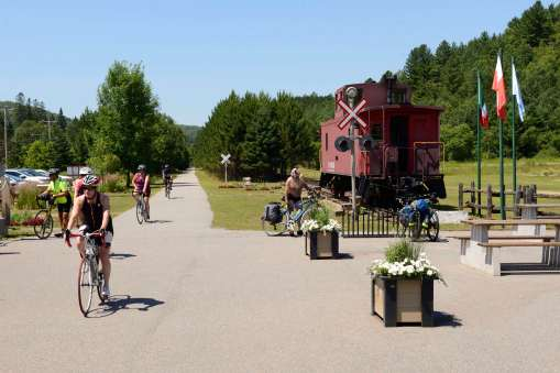 QUEBEC - Labelle Piste cyclable longeant le Pti Train du Nord