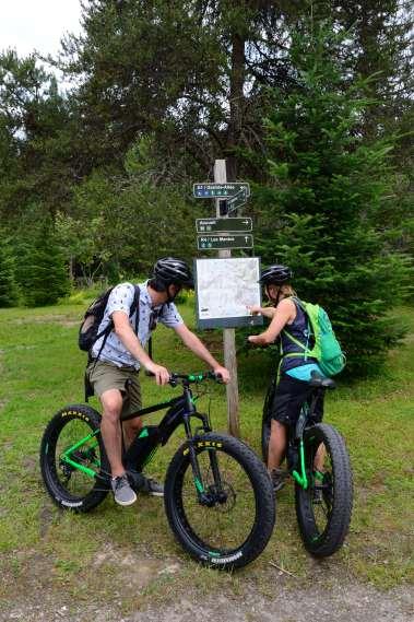 QUEBEC - Parc national du Mont-Tremblant A VTT électrique le long de la rivière du Diable