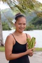 Polynésie Française Tahaa A la vente aux enchères de Huamene, Pua Teraitua est une petite-fille de producteur.