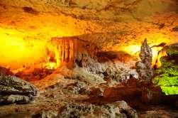 VIETNAM - Baie d'Halong Grotte de la surprise