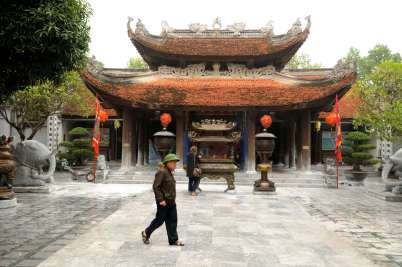 VIETNAM Au temple Den Do, vers Hanoï