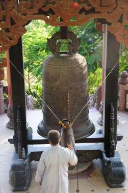 VIETNAM - Nha Trang A la pagode de Long Son