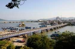 VIETNAM - Nha Trang Pont de Xom Bom sur la rivière Caï