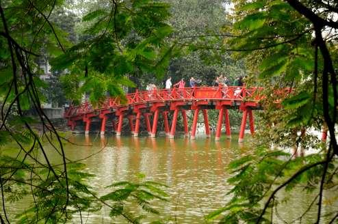 VIETNAM - Hanoï Pont du lac de l'Epée restituée