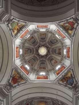 AUTRICHE - Salzbourg Dans la cathédrale (Dom)