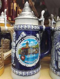 AUTRICHE - Salzkammergut Chope dans une boutique de St-Wolfgang