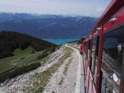 AUTRICHE - Salzkammergut St-Wolfgang Train à crémaillère qui monte au sommet du Schafberg (1782 m)
