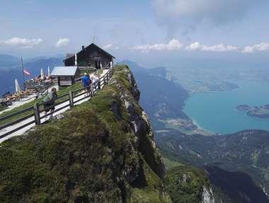 AUTRICHE - Salzkammergut St-Wolfgang Promontoire situé au bout du sommet du Schafberg (1782 m), avec vue panoramique sur 4 lacs