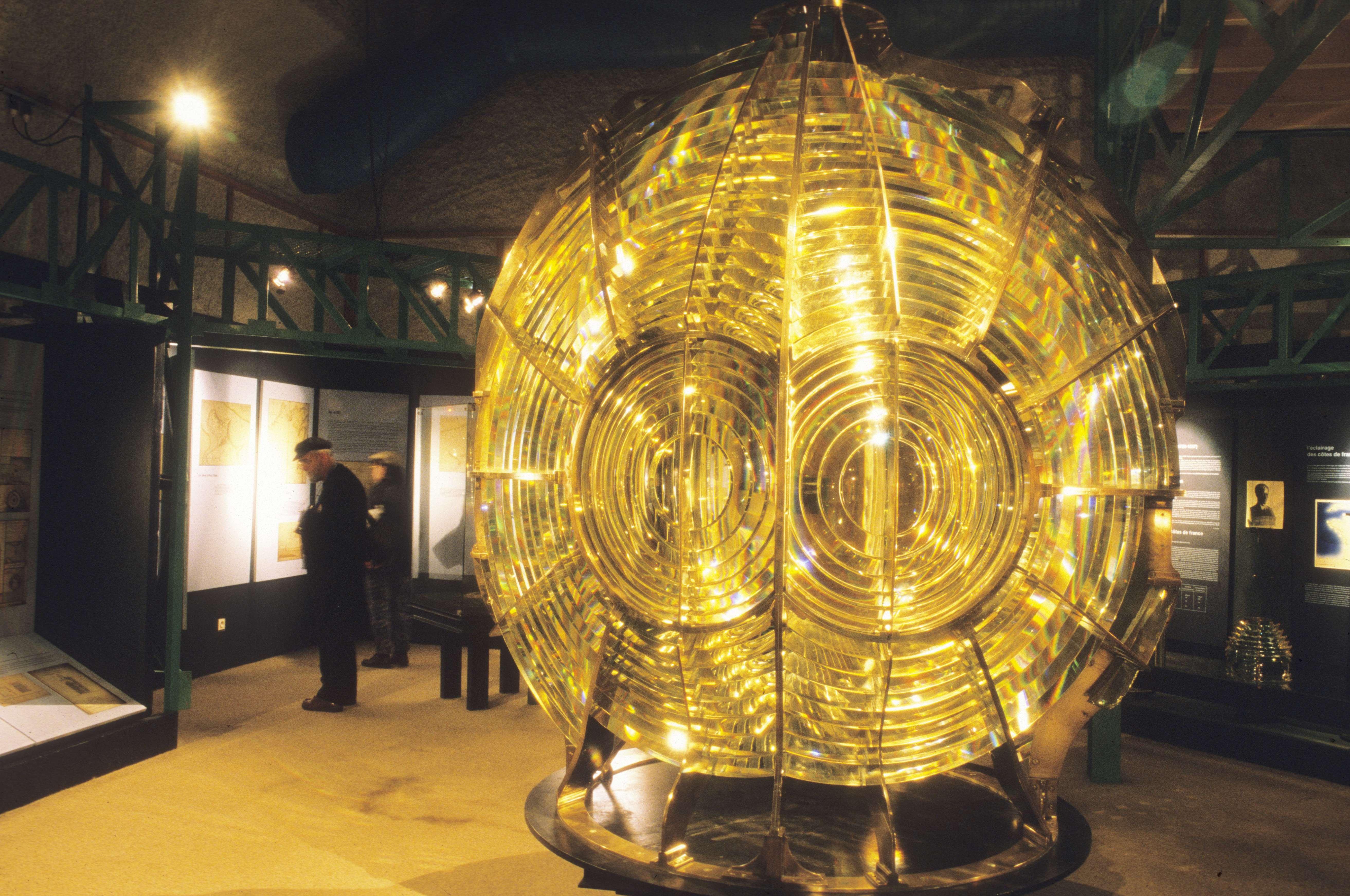 FINISTERE - Ile d'Ouessant Au musée des phares et balises