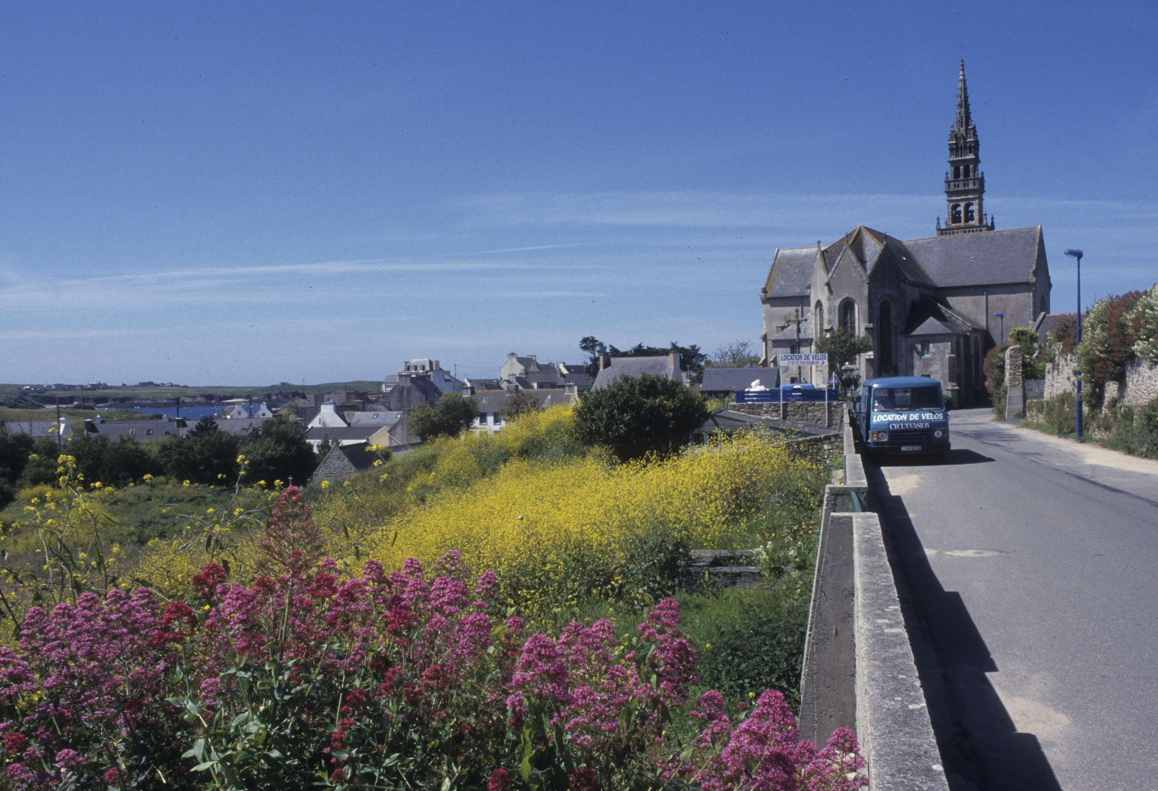 FINISTERE - Ile de Ouessant Eglise de Lampaul