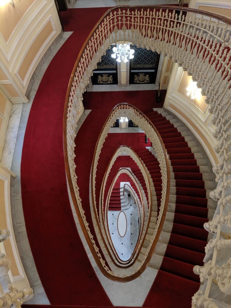 ITALIE - Gênes Escalier du Bristol Palace (vu d'en haut)