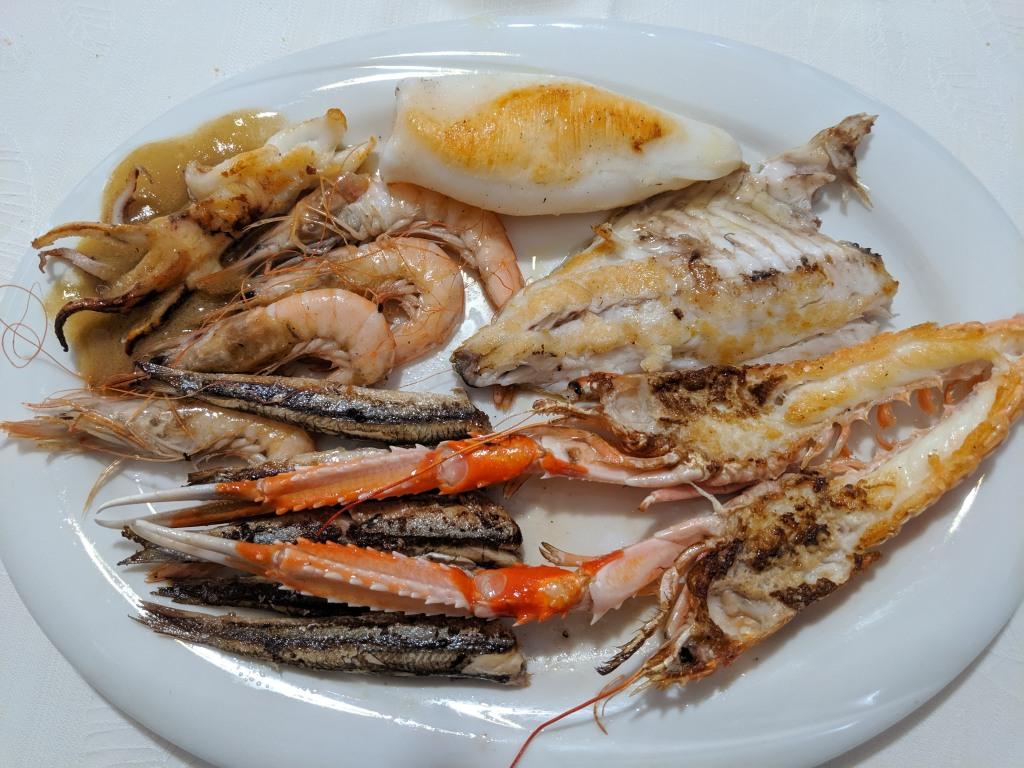 "ITALIE - Gênes Poissons grillés au restaurant ""A Veliero"", via Ponte Calvi 10"
